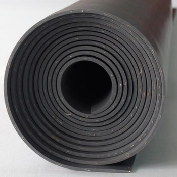 천을 사용하여 강화 된 고무 시트